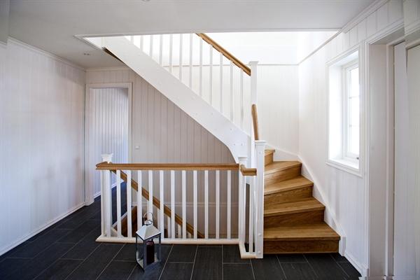 räcke till trappa inomhus